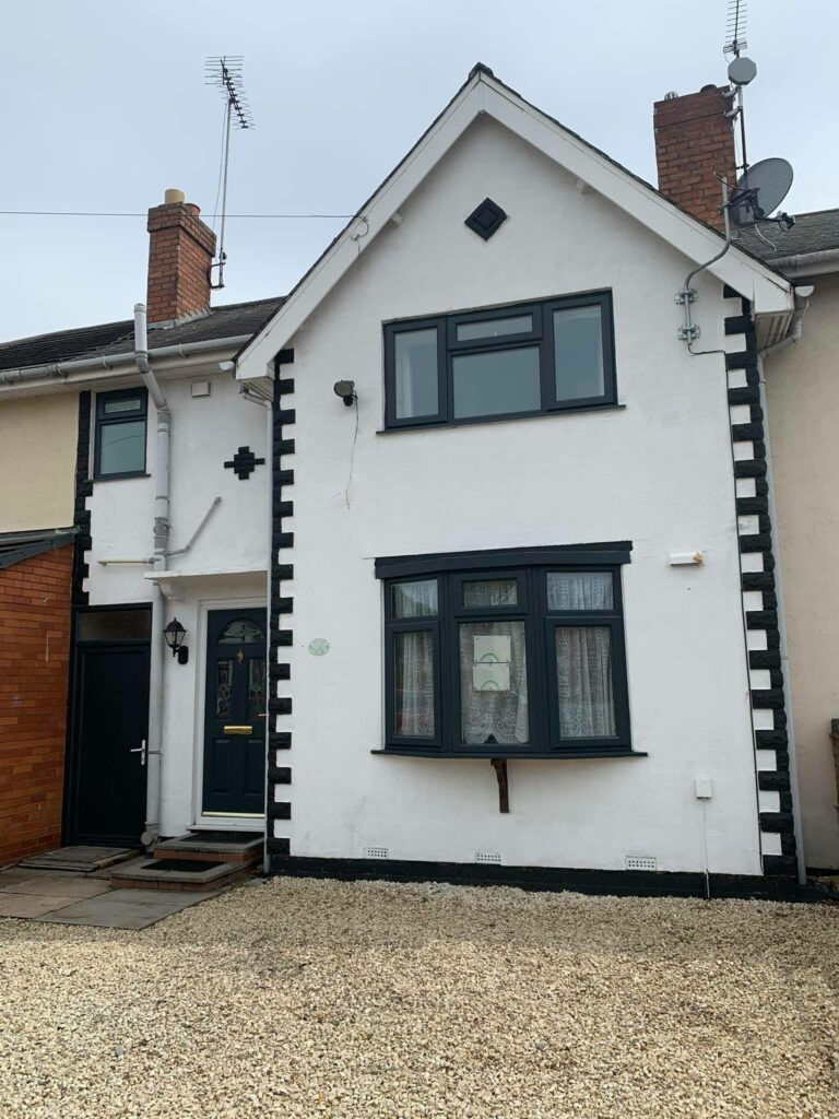 This property was transformed from White to Anthracite Grey - Ral 7016....